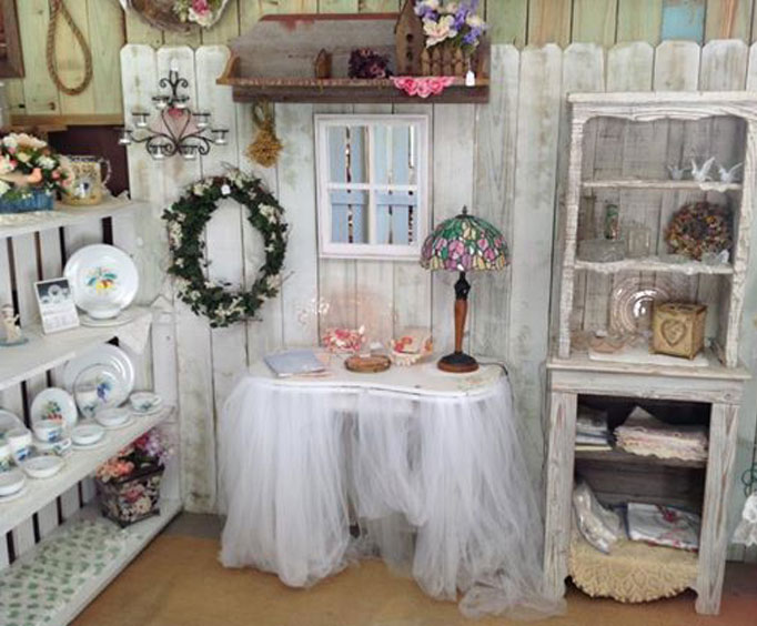Shop Shabby Chic at the VintageMarketplace