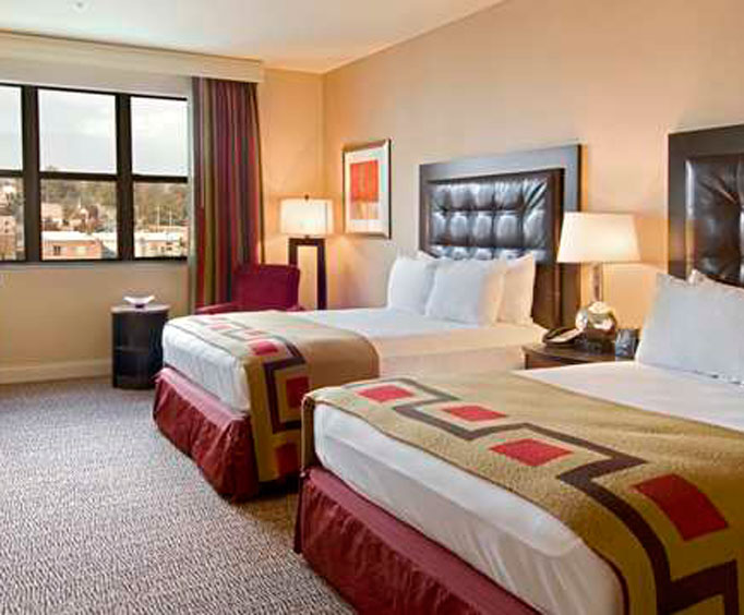 Book Your Holiday Stay at the Hilton Promenade at the Branson Landing
